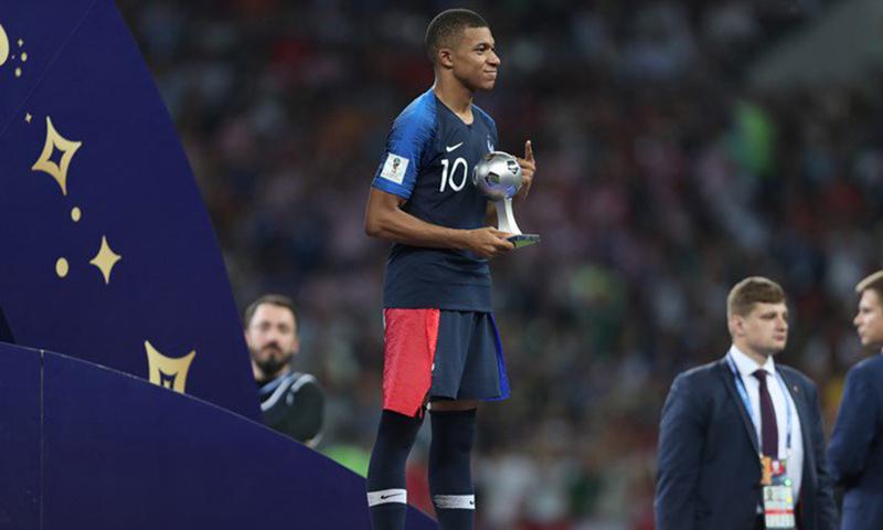 أختيار اللاعب الفرنسي كليان مبابي أفضل لاعب واعد خلال كأس العالم 2018 (انترنت)