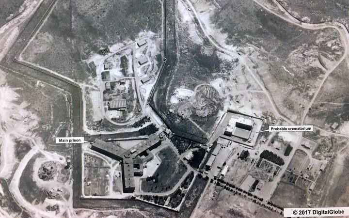 صورة قمر صناعي في 18 من نيسان/ أبريل 2017 للمحرقة قرب سجن صيدنايا (وزارة الخارجية الأمريكية)