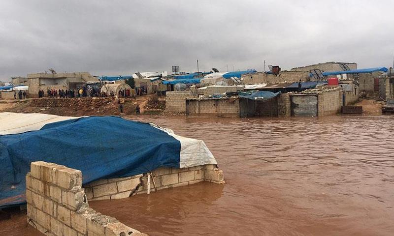 غرق المخيمات في ريف إدلب الشمالي- 26 كانون الأول 2018 (الأناضول)