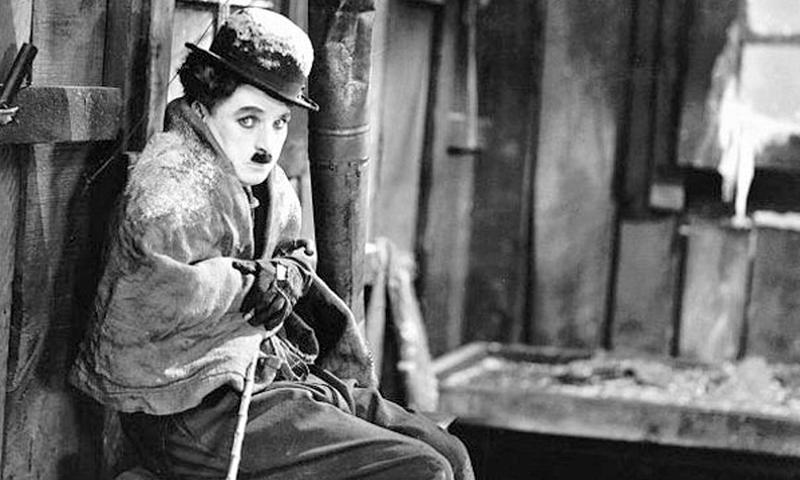 """صورة الممثل شارلي شابلن قي فيلن """"الطفل"""" 1921 (ARAM NEWS)"""