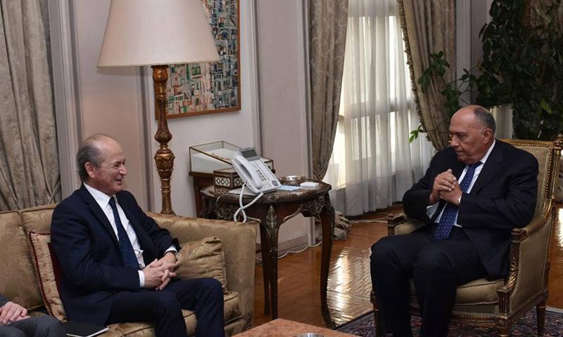 وزير الخارجية المصري سامح شكر مع مبعوث الرئيس الفرتسي يلتقيان في القاهرة - (الخارجية المصرية)