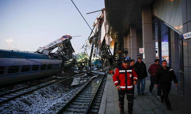 مقتل سبع أشخاص في حادث تحطم القطار السريع في العاصمة التركية أنقرة-13 من كانون الثاني 2018 (NTV)