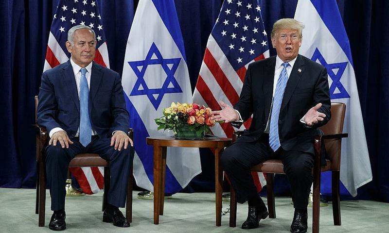 لرئيس الأمريكي دونالد ترامب، ورئيس الوزراء بنيامين نتنياهو ،في الجمعية العامة للأمم المتحدة 26 أيلول 2018 (أسوشيتد برس)