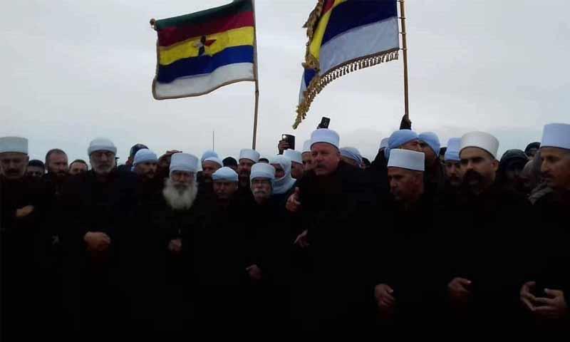وفد رجال الكرامة على رأسه يحيى الحجار بزيارة الى قبور الشهداء في السويداء تشرين الثاني 2018 (رجال الشيخ أبو فهد فيس بوك)