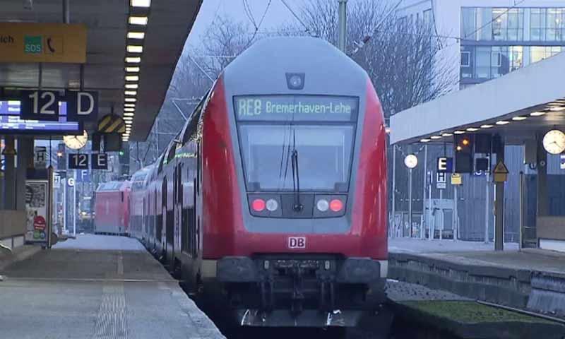"""أحد القطارات التابع لشركة """"دويتشه بان"""" الألمانية (Der Telegraph)"""