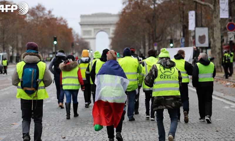 متظاهرو السترات الصفراء في العاصمة الفرنسية باريس 11 كانون الأول 2018 (فرانس برس)