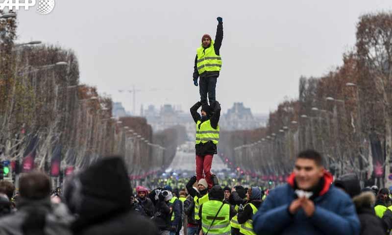 متظاهرو السترات الصفراء في العاصمة باريس السبت 15 كانون الأول 2018 (فرانس برس)متظاهرو السترات الصفراء في العاصمة باريس السبت 15 كانون الأول 2018 (فرانس برس)