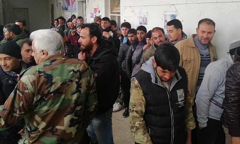 متخلفون عن الجيش يسلمون أنفسم لقوات الأسد في ابطلع بريف درعا - 16 كانون الأول 2018 (فراس الأحمد في فيس بوك)