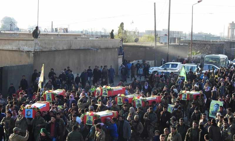 تشييق ثمانية مقاتلي من قسد في مدينة الرقة 2 كانون الأول 2018 (وكالة هاوار)