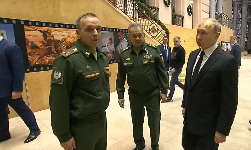الرئيس الروسي فلاديمير بوتين أثناء زيارة لمعرض أسلحة المعارضة السورية في موسكو 18 كانون الأول 2018 (روسيا اليوم)