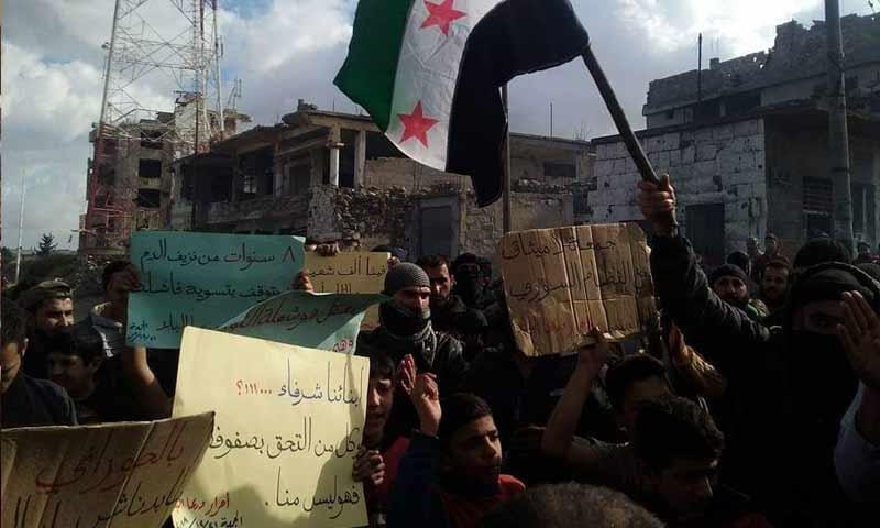 مظاهرة في درعا البلد تنادي بالمعتقلين وتخون المتطوعين في صفوف الأسد 21 كانون الأول 2018 (تجمع أحرار حوران)