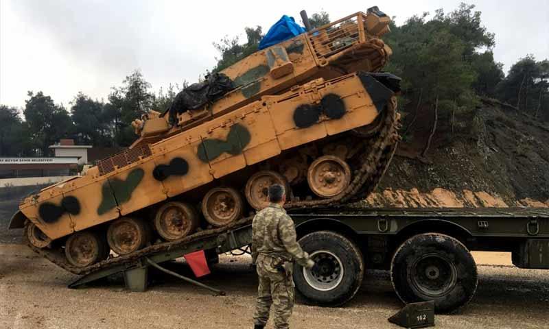 """دبابة تركية طراز """"أم 60 سيبرا"""" وصلت الحدود السورية 26 كانون أول 2018 (أدنا بوست)"""