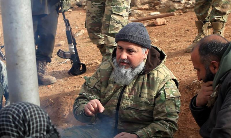 القائد السابق لهيئة تحرير الشام هاشم الشيخ على خط المواجهات شرقي حماة - 29 كانون الأول 2017 (إباء)