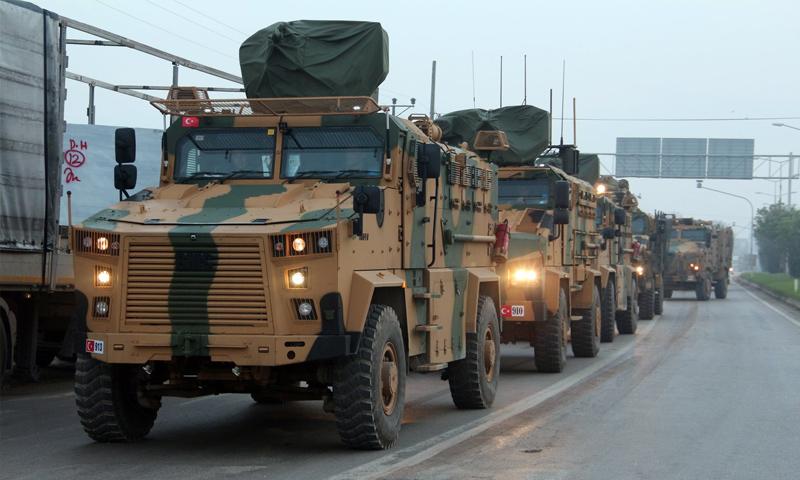 عربات عسكرية للجيش التركي في طريقها إلى الحدود مع سوريا - 22 من كانون الأول 2018 (الأناضول)