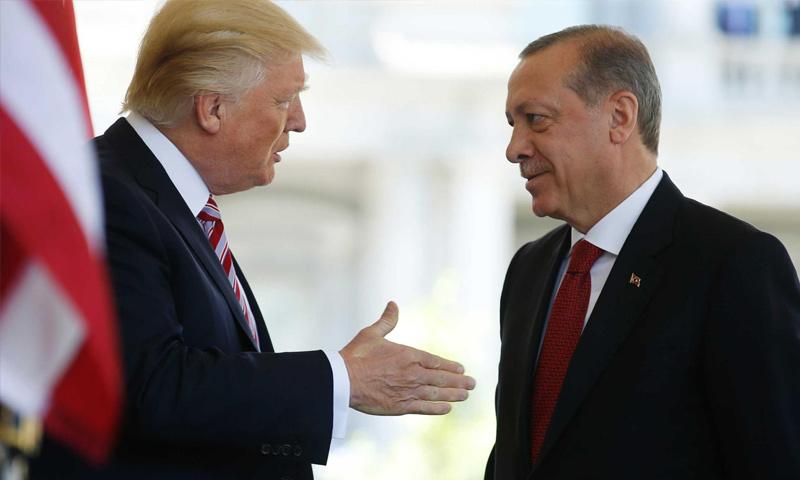 ترامب يتحدث مع أردوغان - 2017 (رويترز)