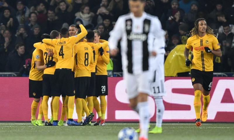 لاعبي نادي يونغ بويز يحتفلون بهدفهم على يوفنتوس ضمن الجولة الأخيرة من دور المجموعات- 13 من كانون الثاني 2018 (UEFA)