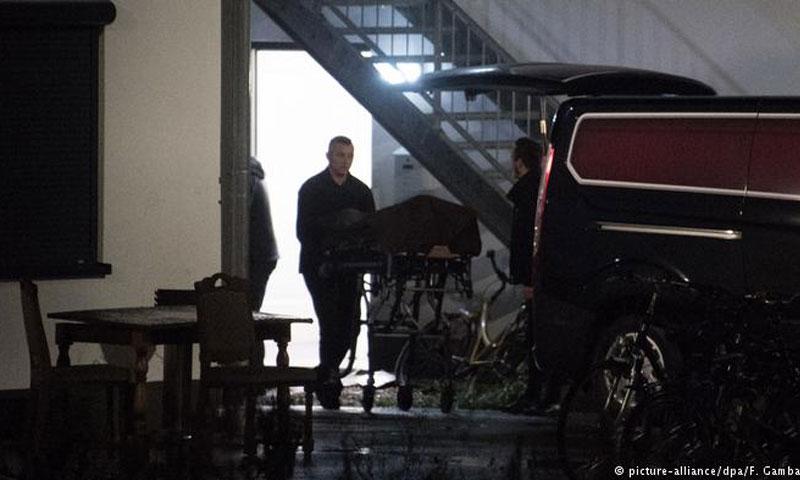 الشرطة الألمانية تخرج جثة الفتاة (دوتشه فيله)
