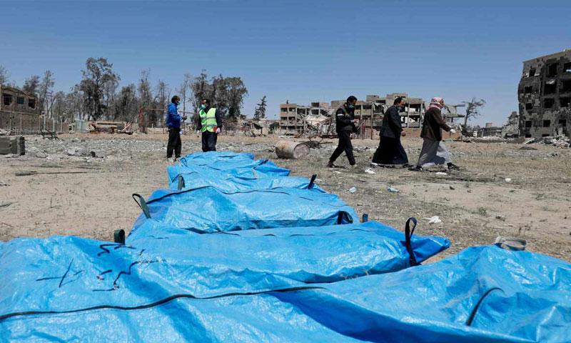اكتشاف مقبرة جماعية في مدينة الرقة السورية - نيسان 2018 (AFP)