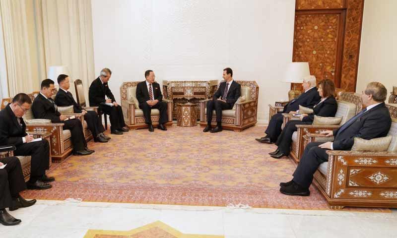 رئيس النظام السوري بشار الأسد ووزير خارجية كوريا الشمالية ري يونغ هو- 4 كانون الأول 2018 (رئاسة الجمهورية)