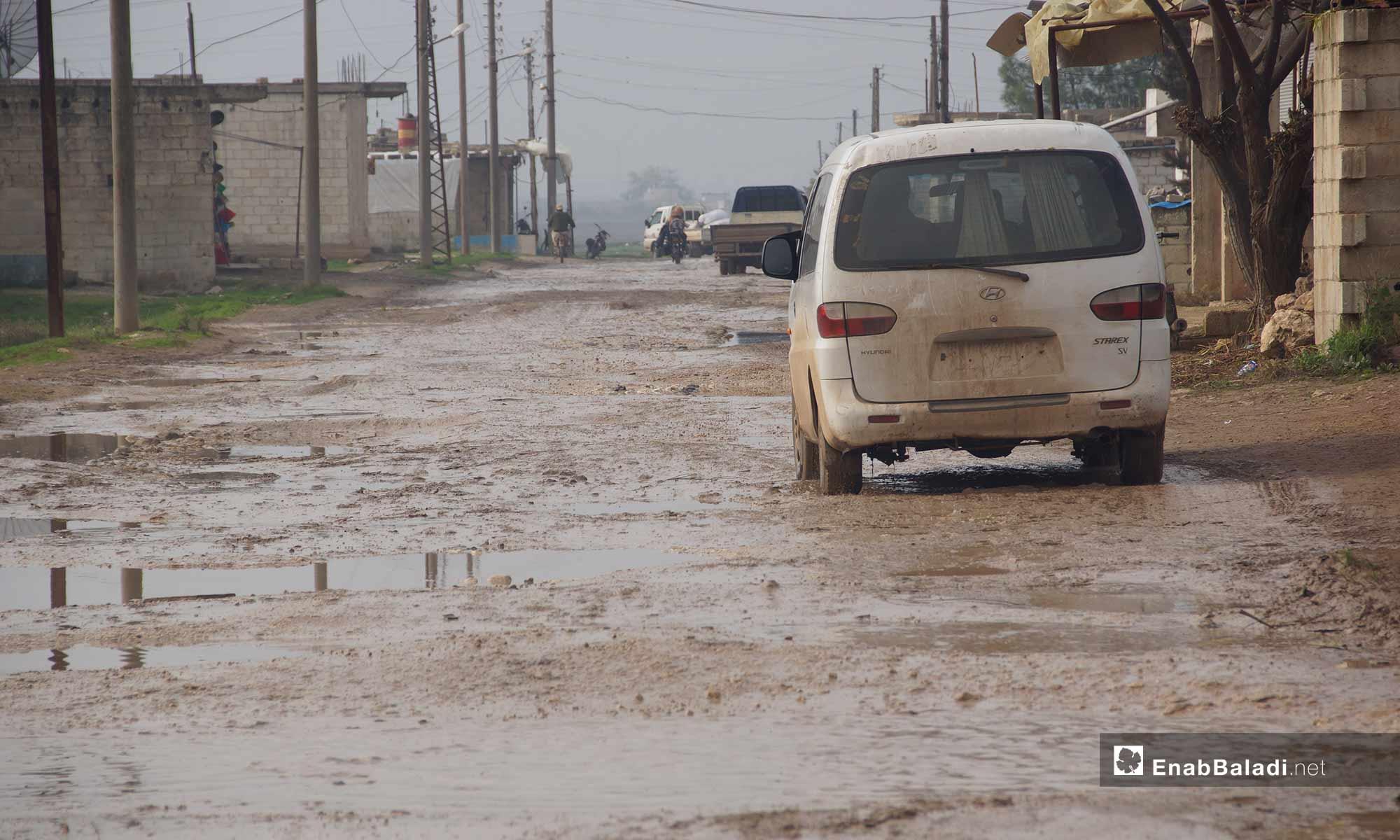 وعورة الطرقات بسبب الأمطار في قرية الحواش غربي حماة - 3 من كانون الأول 2018 (عنب بلدي)