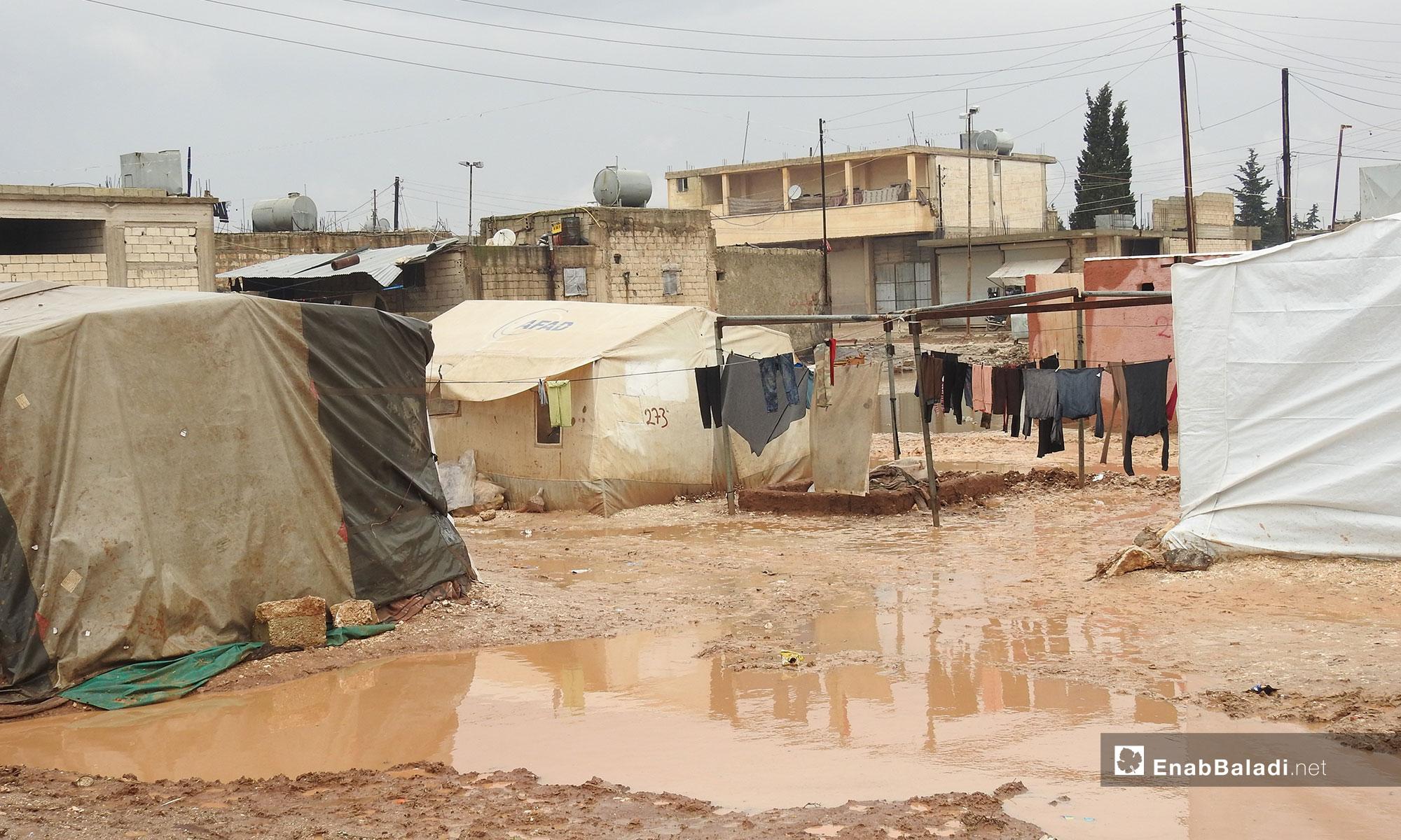 عاصفة مطرية تغرق الخيم في مخيم دابق بريف حلب الشمالي  - 27 من كانون الأول 2018 (عنب بلدي)