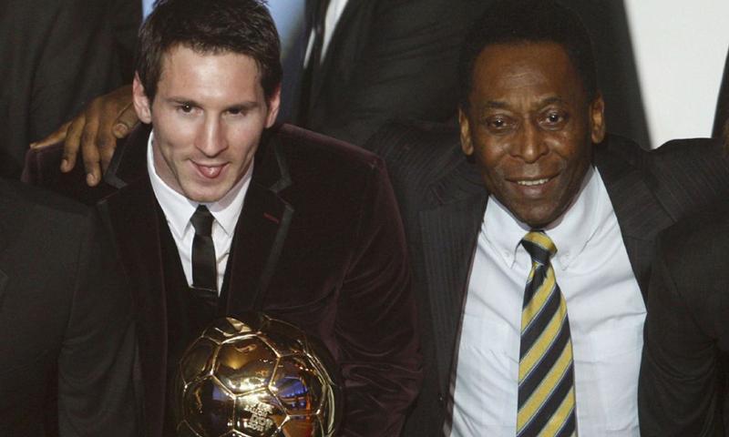 أسطورة كرة القدم البرازيلية بيليه والنجم الأرجنتيني ليونيل ميسي (رويترز)
