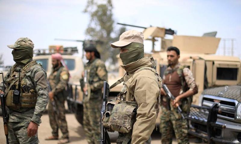 عناصر من قوات سوريا الديمقراطية في محيط بلدة هجين - تشرين الثاني 2018 (عاصفة الجزيرة)