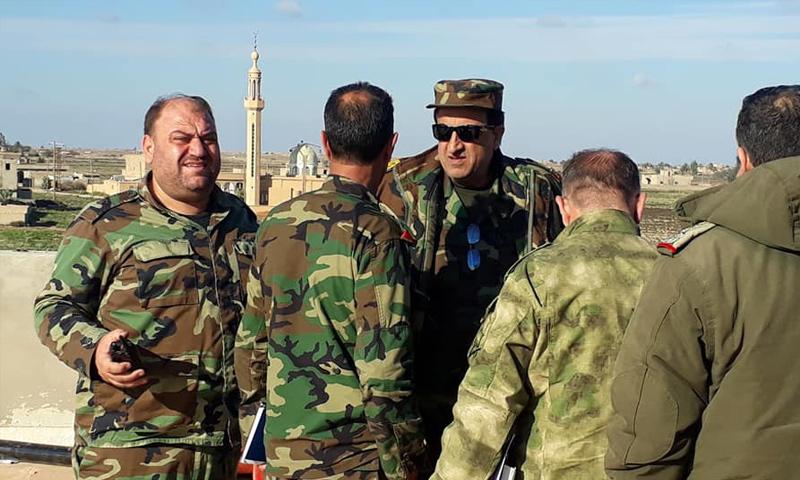 اللواء زيد صالح مع ضباط في قوات الأسد في منطقة السيال بريف دير الزور - 24 من كانون الأول 2018 (المقاتل محفوض محفوض /فيس بوك)
