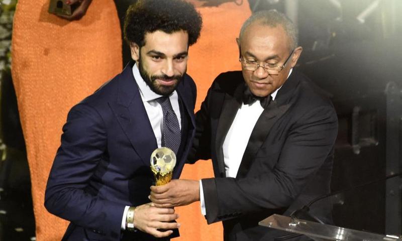 اللاعب المصري محمد صلاح يتوج بجائزة أفضل لاعب إفريقي عن عام 2017 (كاف)