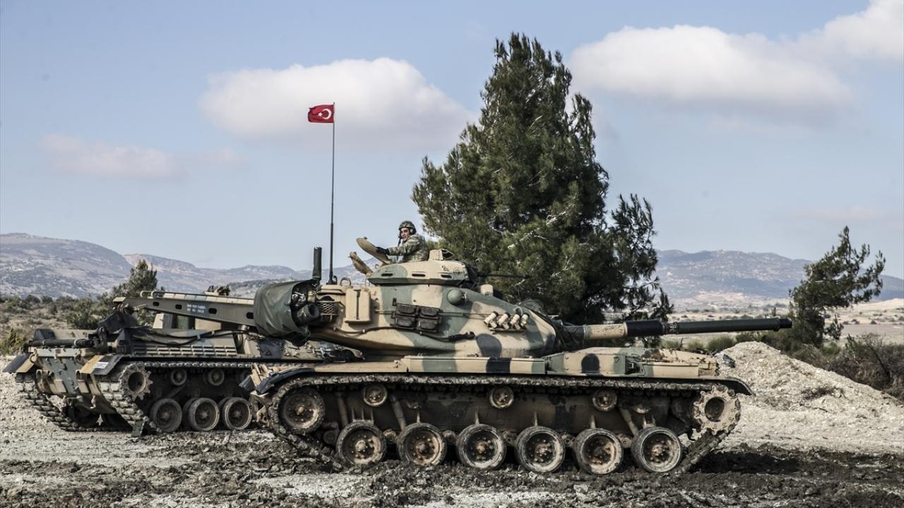 عربات تابعة للكوموندز التركي على الحدود مع محافظة إدلب - 14 من كانون الثاني 2019 (TRT)