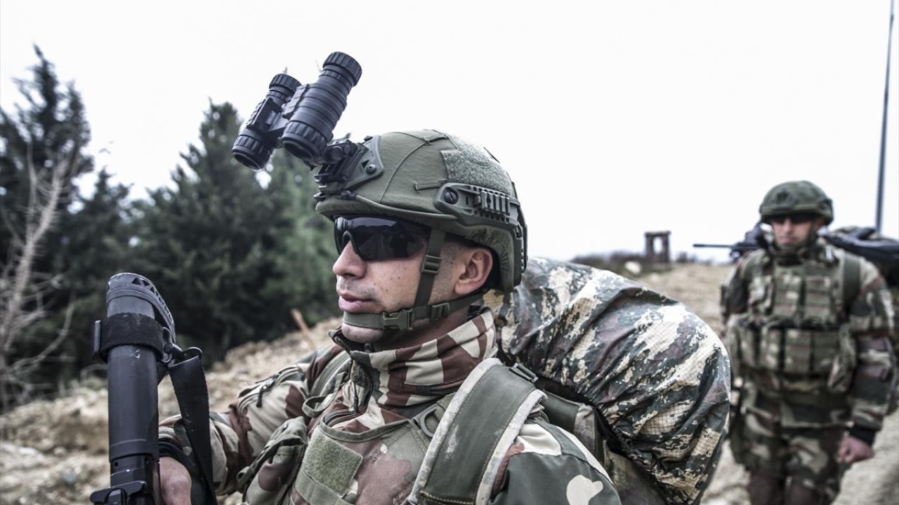عنصر من كوموندز التركي على الحدود مع محافظة إدلب - 14 من كانون الثاني 2019 (TRT)