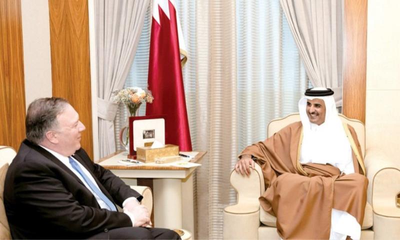 وزير الخارجية الأمريكية، مايك بومبيو، خلال لقائه مع أمير قطر تميم بن حمد (الخارجية الأمريكية)