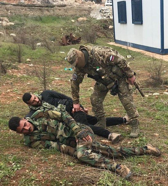 عناصر روس يدربون مقاتلي لواء القدس الفلسطيني - 26 من كانون الثاني 2019 (ANNA)