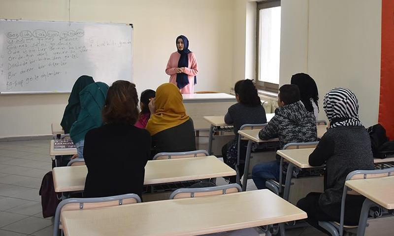 اللطلاب السوريين في أحد المدارس التركية في أنقرة كانون الثاني 2018 (الأناضول)