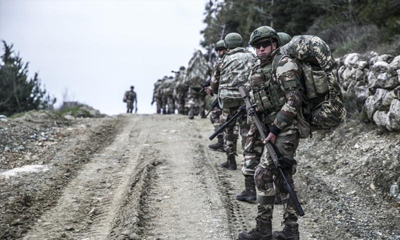 عناصر من قوات كوماوندز تركية على الحدود مع محافظة إدلب - 14 من كانون الثاني 2019 (TRT)