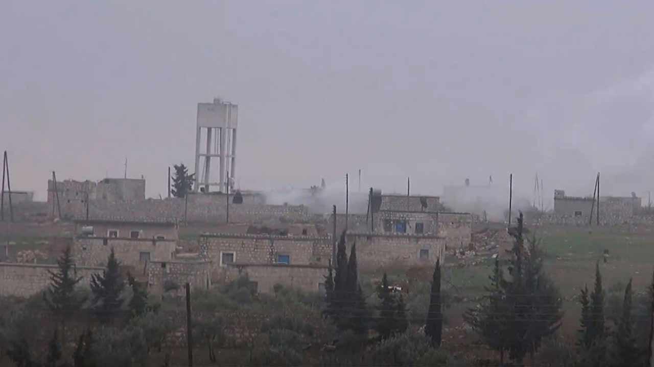 جانب من الاشتباكات بين تحرير الشام وحركة الزنكي في منطقة دارة عزة غربي حلب 2 كانون الثاني 2019 (وكالة إباء)