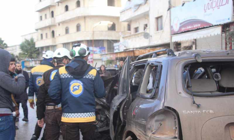 تفجير عبوة ناسفة بسيارة عند دوار الشمعة وسط مدينة إدلب 9 كانون الثاني 2019 (الدفاع المدني السوري)