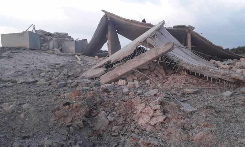دمار في قرية المنطار جنوبي إدلب جراء غارات روسية 4 كانون الثاني 2019 (الناشط أنس قدور)