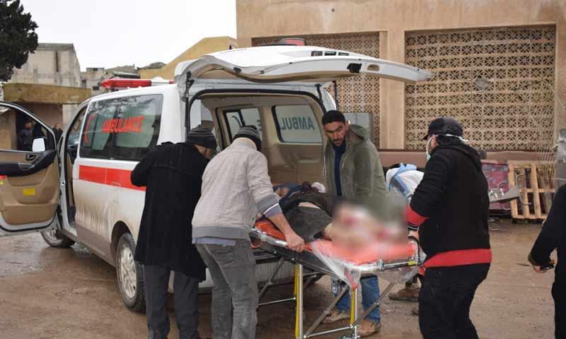 أسعاف مصابين جراء تفجير استهدف السوق الشعبي وسط مدينة منبج شمالي حلب 16 كانون الثاني 2019 (هاوار)