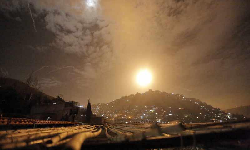 الدفاعات السورية تعترض الصواريخ الإسرائيلية التي تستهدف محيط دمشق ، سوريا - 21 كانون الثاني 2019 (EPA)