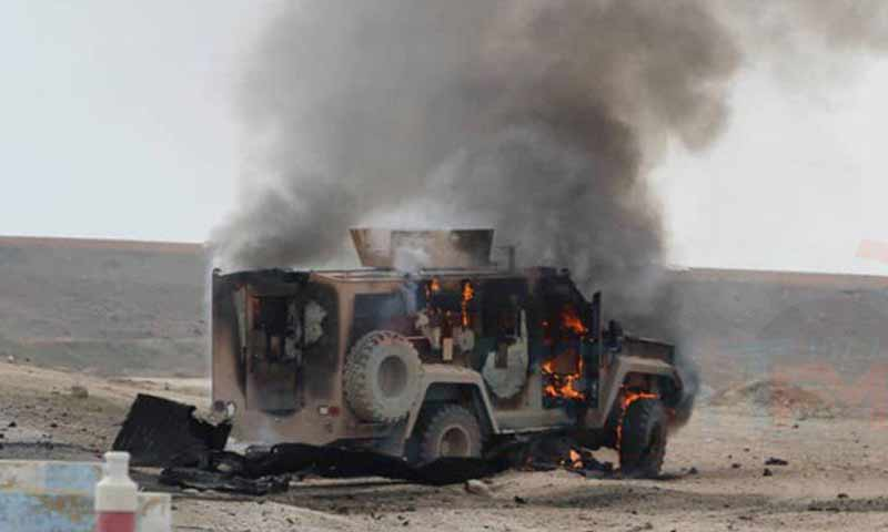 عربة تابعة للتحالف الدولي بعد تعرضها لتفجير مفخخ في منطقة الشدادي جنوبي الحكسة 21 كانون الثاني 2019 (فرات إف إم)