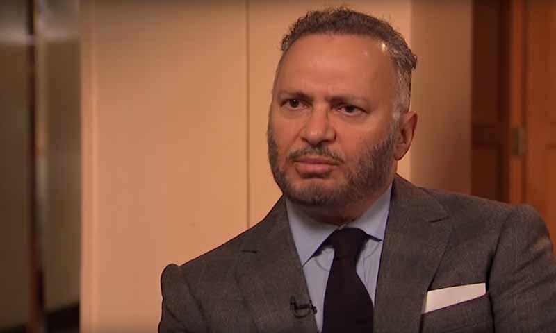 أنور قرقاش، وزير الدولة الإماراتي للشؤون الخارجية في لقاء على قناة الحرة الأمريكية 30 كانون الثاني 2019 (قناة الحرة)