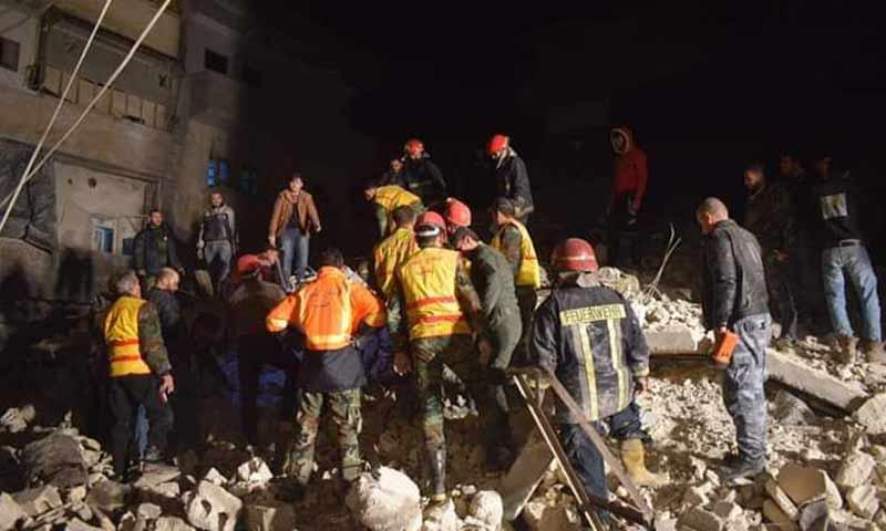 انهيار مبنى سكني في حي الصالحين بمدينة حلب 6 كانون الثاني 2018 (أخبار حلب الجديدة)انهيار مبنى سكني في حي الصالحين بمدينة حلب 6 كانون الثاني 2018 (أخبار حلب الجديدة)