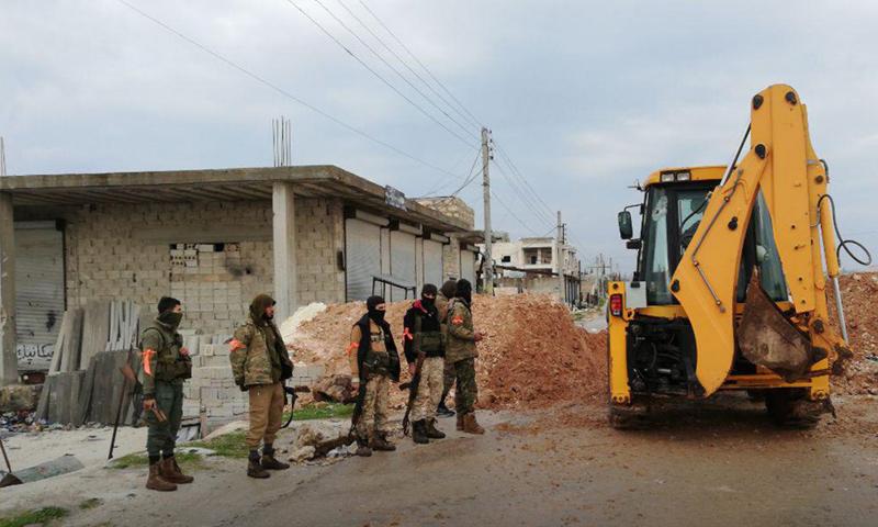 عناصر من هيئة تحرير الشام في منطقة عويجل غربي حلب - 4 من كانون الثاني 2019 (إباء)