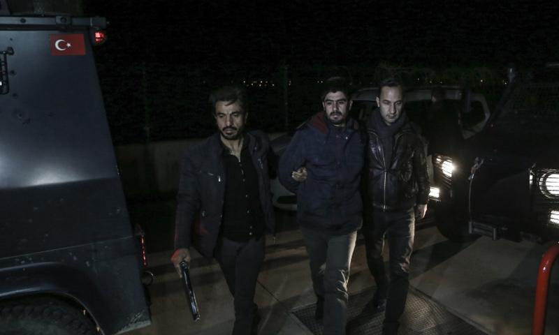 الأمن التركي يعتقل أشخاصًا بتهمة الانتماء لهيئة تحرير الشام في أضنة - 13 من كانون الثاني 2019 (الأناضول)