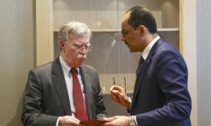 المتحدث باسم الرئاسة التركية إبراهيم كالن والمستشار الأمريكي جون بولتون- 8 من كانون الثاني 2019 (TRT)