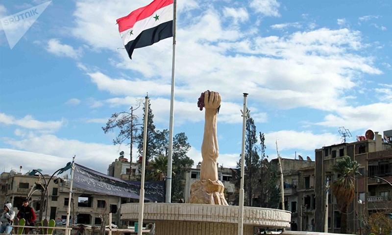 ساحة مدينة دوما بعد سيطرة قوات الأسد عليها (سبوتنيك)
