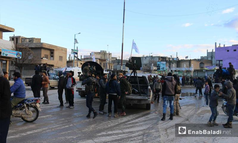 عناصر من الجيش الوطني المدعوم من تركيا على خطوط تماس مدينة منبج – 28 من كانون الأول 2018 (عنب بلدي)