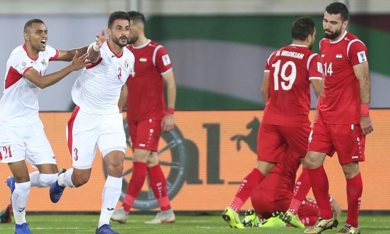 لاعبو المنتخب الأردني يحتفلون بالهدف الثاني في شباك المنتخب السوري في كأس الأمم الآسيوية- 10 من كانون الثاني (AFC)