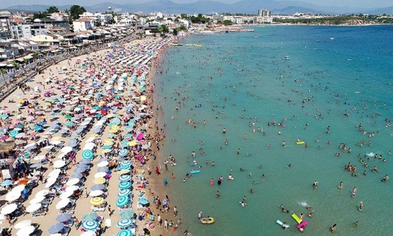 السياحة في أحد شواطئ تركيا-تموز 2018- (TRT)